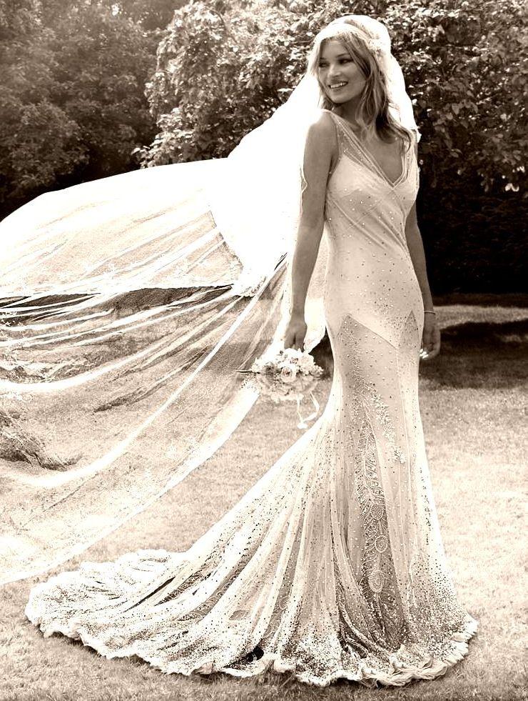 01.Kate-Moss-by-Mario-Testino-Kiss-Me-Kate-2011